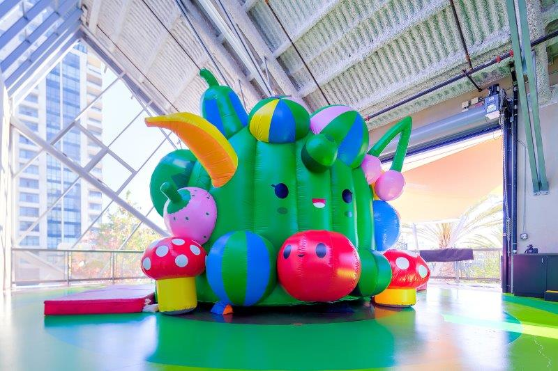 01_FriendsWithYou_Interactive Inflatable Childrens Museum Bouncer