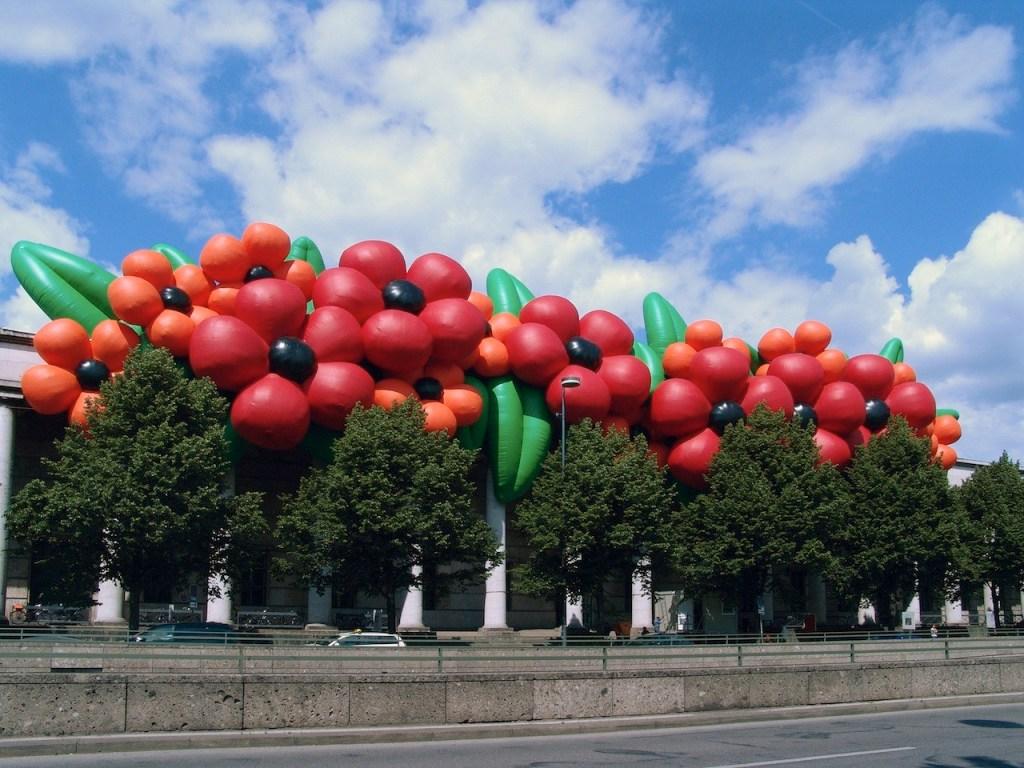 02_Paul McCarthy _Flowers__Inflatable Art Sculpture – Haus der Kunst