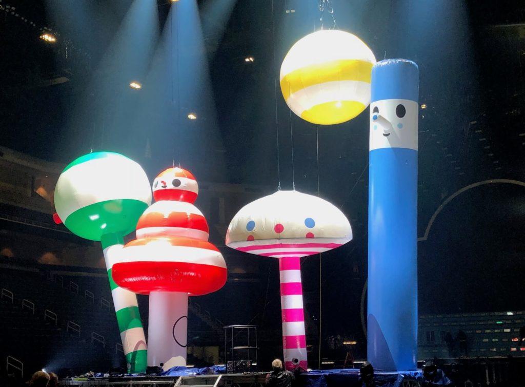 04_J_Balvin_Arcoiris Tour_Side Stage Inflatables