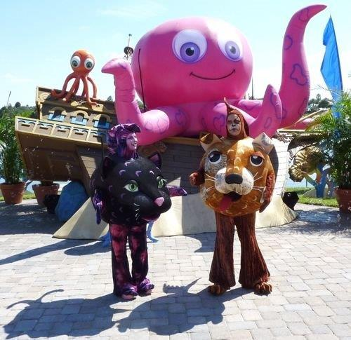 07_Sea Worlds_Walkabout Costumes and Octopus Inflatable