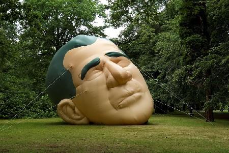 15_Paul McCarthy_Inflatable Presidents Head