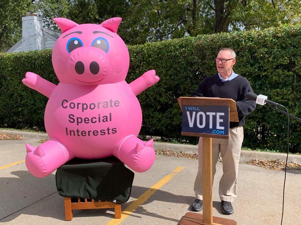 16_Iowa Democrats_Sealed Inflatable Pig