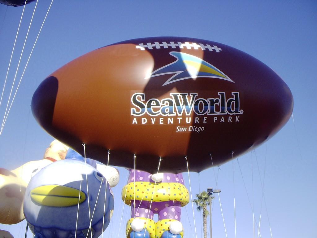 19_Sea World_Helium Football Parade Inflatable