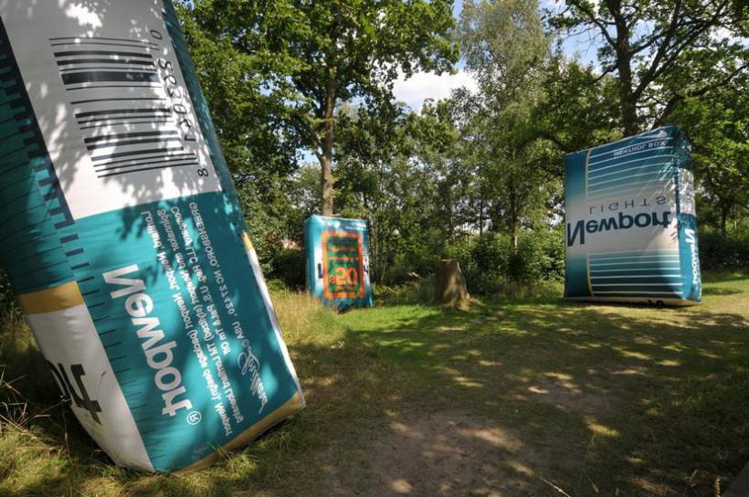 20_Paul McCarthy_Inflatable Cigarettes Box Art