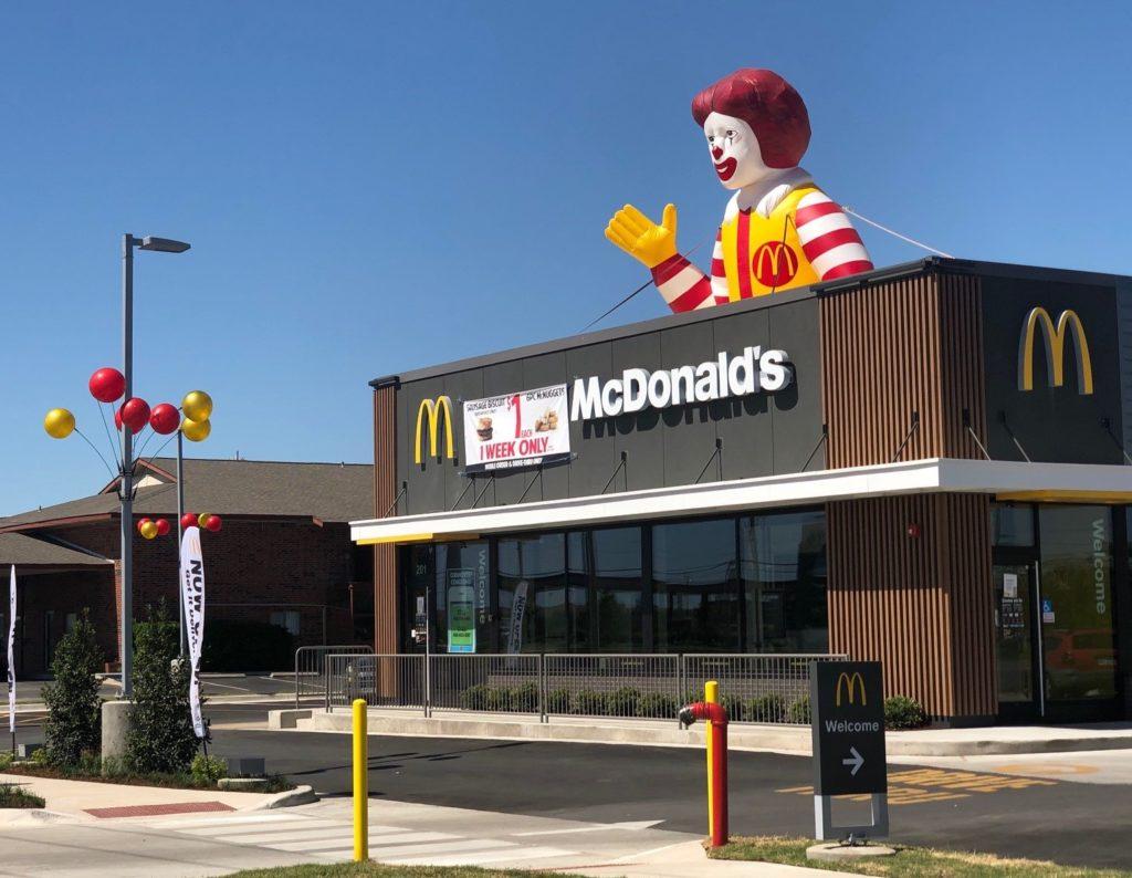 32_McDonald_s_Ronald McDonald_Rooftop Inflatable