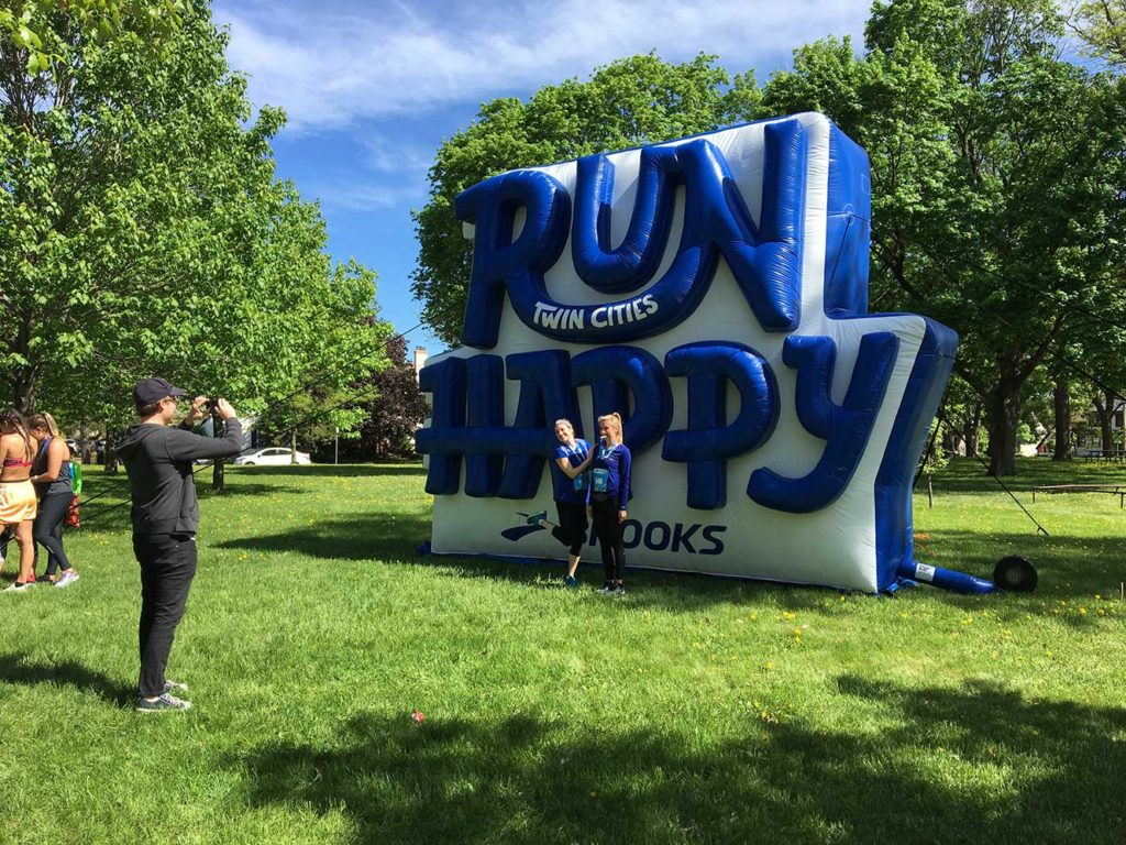43_Brooks Running_Run Happy Logo Block – Giant Cold-Air Inflatable
