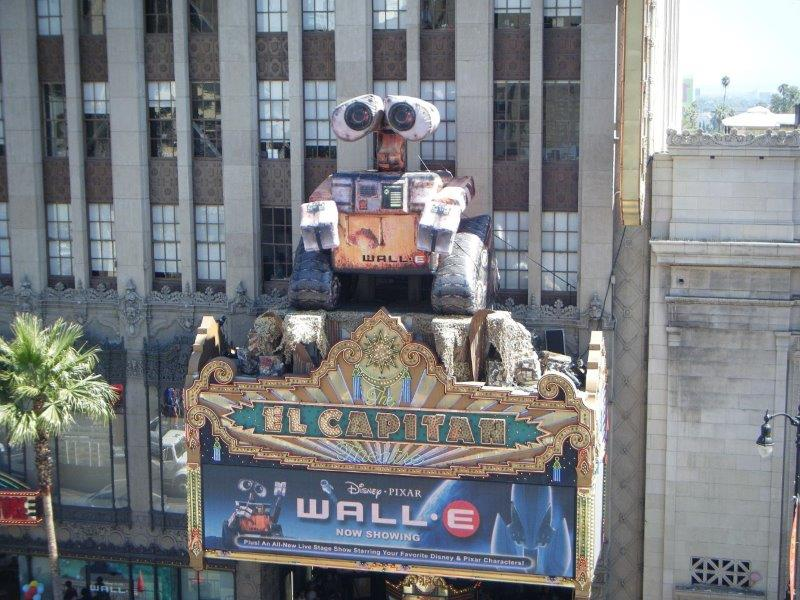 54_Wall-E_El-Captain Theater_Giant Rooftop Inflatable
