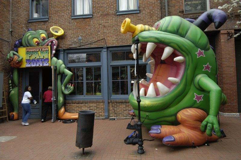 56_Monster.com_Giant Inflatable Character