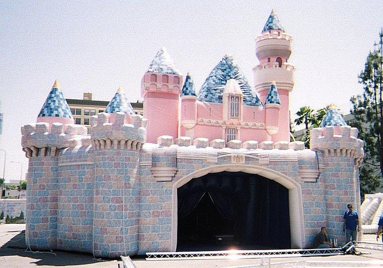 60_Disney_Giant Inflatable Castle – Front